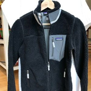 Patagonia Women's classic retro-x fleece jacket.